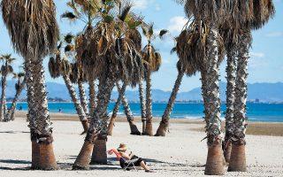 Η Ισπανία ελπίζει να προσελκύσει φέτος το 50% των τουριστών που την επισκέφθηκαν το 2019 (φωτ. EPA).