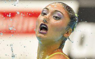 Το πρόγραμμα της Ευαγγελίας Πλατανιώτη στην καλλιτεχνική κολύμβηση (σόλο) εντυπωσίασε τους κριτές, οι οποίοι την ανέβασαν στη δεύτερη θέση της κορυφαίας διοργάνωσης της Γηραιάς Ηπείρου (φωτ. INTIMENEWS).
