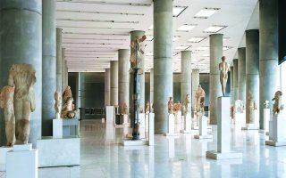 Η αίθουσα των εκθεμάτων της αρχαϊκής Ακρόπολης του Μουσείου της Ακρόπολης. Η ζημία, για την περίοδο που διανύουμε, είναι περίπου 4 εκατ. ευρώ. Φωτ. ΣΩΚΡΑΤΗΣ ΜΑΥΡΟΜΑΤΗΣ