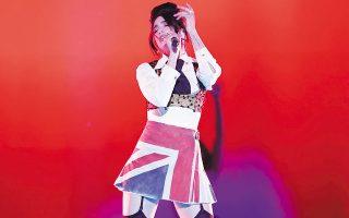 Η Dua Lipa ήταν η μεγάλη νικήτρια των φετινών Brit Awards.