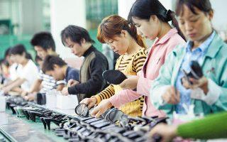 Εκτός από το πλήγμα που θα δεχθεί η εφοδιαστική αλυσίδα, θα υπάρξουν επιπτώσεις και στις αγορές, δεδομένου ότι στην Κίνα υπάρχει μεγάλο ποσοστό αποταμίευσης που τις στηρίζει.