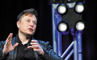 Προτού ανακαλύψει τον περιβαλλοντικό αντίκτυπο του bitcoin, ο Μασκ πρόλαβε να προσθέσει στα κέρδη της Tesla 101 εκατ. δολάρια, αγοράζοντας και πουλώντας στη συνέχεια το κρυπτονόμισμα, όταν η τιμή του είχε ήδη εκτιναχθεί, εν μέρει λόγω της δικής του στήριξης και της πολιτικής της βιομηχανίας του. Φωτ. A.P. Photo / Susan Walsh, File.