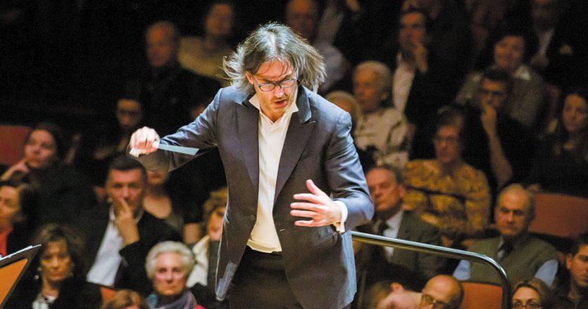 Ο βιολονίστας και αρχιμουσικός Λεωνίδας Καβάκος και η ΚΟΑ  παρουσιάζουν το κύκνειο άσμα του Βόλφγκανγκ Αμαντέους Μότσαρτ.