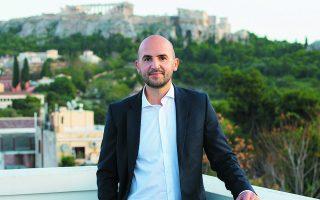 «Κλειδί» για την ανάπτυξη της εταιρείας είναι οι εργαζόμενοί της. «Συνολικά 370 άτομα απασχολούνται σε Αθήνα, Λονδίνο, Νέα Υόρκη και Μόντρεαλ, εκ των οποίων πάνω από 200 εργάζονται στα τρία γραφεία στο κέντρο της Αθήνας», λέει ο Γιώργος Τσαρούχας, ένας εκ των δύο συνιδρυτών της εταιρείας.