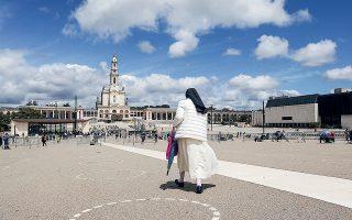 Η Πορτογαλία κατάφερε σε 4 εβδομάδες να κόψει τα κρούσματα 12 φορές με το μαχαίρι (φωτ. A.P. Photo/Ana Brigida).