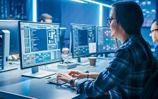Ο όμιλος Ideal δραστηριοποιείται στην παροχή υπηρεσιών εμπιστοσύνης και κυβερνοασφάλειας, ανάπτυξης λογισμικού και λύσεων πληροφορικής, καθώς και στην εμπορία λευκών συσκευών, προϊόντων πληροφορικής και ψηφιακής τεχνολογίας (φωτ. Shutterstock).