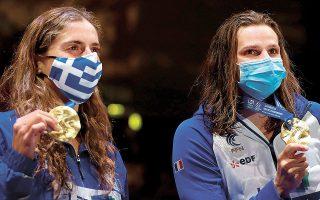 Η Ελληνίδα πρωταθλήτρια αναδείχθηκε πρώτη στα 100 μ. πεταλούδας και με 57.37 βελτίωσε και το πανελλήνιο ρεκόρ στο Ευρωπαϊκό Πρωτάθλημα, ενώ έχει κατακτήσει την πρόκριση για τους Ολυμπιακούς Αγώνες του Τόκιο. Δεξιά της η Γαλλίδα Μαρί Βετέλ.