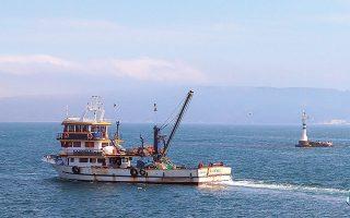 Οι Τούρκοι αλιείς ζήτησαν να τους δοθεί άδεια να απαγκιάσουν, λόγω καιρικών συνθηκών, τις μηχανότρατές τους στην Κρήτη. Κάποιες από αυτές οδηγήθηκαν στον κόλπο Κισσάμου και άλλες στα ανοικτά της Σούδας (φωτ. Shutterstock).
