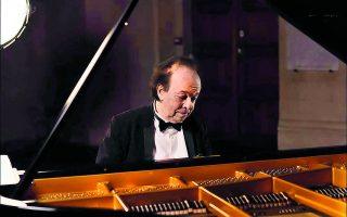 Ο Κυπριανός Κατσαρής είναι ένας ποιητής του πιάνου, ένας από τους τελευταίους μιας άλλης εποχής.