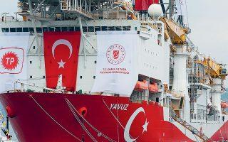 Ελλιμενισμένο παραμένει το γεωτρύπανο «Γιαβούζ». Ωστόσο, Τούρκοι αξιωματούχοι αναφέρουν πως θα αποπλεύσει σύντομα, χωρίς πάντως να διευκρι-νίζουν πού θα κατευθυνθεί (φωτ. A.P. Photo / Lefteris Pitarakis).