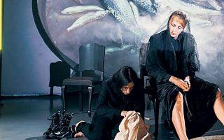 «Η γυναίκα της Ζάκυθος» παρουσιάζεται διαδικτυακά μέχρι αύριο βράδυ από το Δημοτικό Θέατρο Πειραιά.