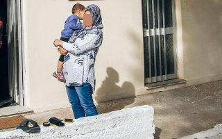 Οι εργαζόμενοι στο πρόγραμμα φιλοξενίας αλλά και οι ιδιοκτήτες διαμερισμάτων που ενοικιάζονται σε αιτούντες άσυλο παραμένουν απλήρωτοι εδώ και πέντε μήνες. Πρόθεση του υπουργείου Μετανάστευσης είναι να βρεθεί άμεσα λύση (φωτ. αρχείου). Φωτ. ΑΠΕ-ΜΠΕ / ΓΙΑΝΝΗΣ ΚΟΛΕΣΙΔΗΣ.