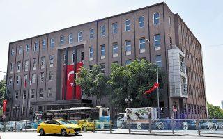 Από τα επτά μέλη της επιτροπής νομισματικής πολιτικής της Τράπεζας της Τουρκίας (στη φωτογραφία, το κτίριο της τράπεζας στην Αγκυρα), μόνο τρία βρίσκονται στη θέση τους για διάστημα μεγαλύτερο των τριών ετών (φωτ. Shutterstock).