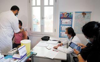 Να τεθεί το πλαίσιο για τη διαδικασία ζητούν οι γιατροί (φωτ. A.P. Photo/Thanassis Stavrakis).