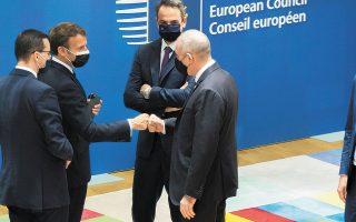 Στο πλαίσιο της χθεσινής δεύτερης ημέρας της Συνόδου Κορυφής ο κ. Κυριάκος Μητσοτάκης εκτίμησε ότι θα χρειαστούν ενισχυτικές δόσεις των εμβολίων εντός 9-12 μηνών και επαίνεσε την Ευρωπαϊκή Επιτροπή που έχει μεριμνήσει ώστε να είναι διαθέσιμες αυτές οι δόσεις (φωτ. EPA/Olivier Matthys).