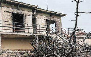 Το υπουργείο Περιβάλλοντος προχώρησε σε παρέμβαση για να επιλυθεί το ζήτημα που είχε δημιουργηθεί με τις επισκευές κτιρίων σε πυρόπληκτες περιοχές στο Μάτι και στο Κόκκινο Λιμανάκι (φωτ. INTIME NEWS).
