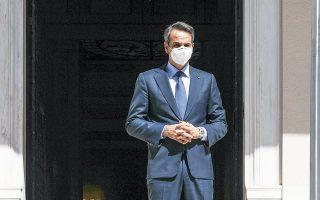«Δυστυχώς, η χώρα έχασε την ευκαιρία να αποδώσει στους Ελληνες που ζουν στο εξωτερικό το δικαίωμα να ψηφίζουν ανεμπόδιστα στις εθνικές εκλογές από τον τόπο παραμονής τους», ανέφερε ο πρωθυπουργός Κυρ. Μητσοτάκης, κάνοντας λόγο για «μικρόψυχο βέτο» του ΣΥΡΙΖΑ (φωτ. INTIME NEWS).