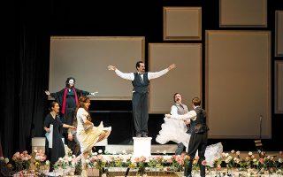 Η παράσταση «Ιστορία χωρίς όνομα» από το Βεάκειο Δημοτικό Θέατρο του Πειραιά.