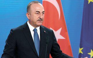 Ο Τούρκος υπουργός Εξωτερικών Μεβλούτ Τσαβούσογλου αναμένεται να φθάσει στην Αθήνα το βράδυ της Κυριακής για το ιδιωτικό δείπνο που θα του παραθέσει ο Ελληνας ομόλογός του, Νίκος Δένδιας. Το πρωί της Δευτέρας οι δύο υπουργοί Εξωτερικών θα γίνουν δεκτοί από τον Κυρ. Μητσοτάκη στο Μέγαρο Μαξίμου (φωτ. Annegret Hilse / Pool via A.P.).