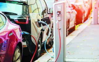 Tο 2030 θα πρέπει ένα στα τρία νέα οχήματα που πωλούνται να είναι ηλεκτρικό, προκειμένου να μπορέσει η χώρα μας να επιτύχει τους στόχους της για μείωση των εκπομπών CO2. Φωτ. UNSPLASH