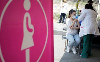 Φωτ. αρχείου REUTERS/Daniel Becerril: Εμβολιασμός εγκύων κατά του κορωνοϊού στο Μεξικό