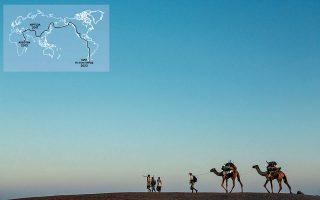 Αφάρ, Αιθιοπία, 2013. O υπότροφος του National Geographic και συγγραφέας Πολ Σάλοπεκ ακολουθεί ντόπιους οδηγούς. Φωτογραφία: John Stanmeyer, National Geographic.