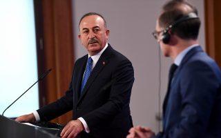 Ο Τούρκος υπουργός Εξωτερικών Μεβλούτ Τσαβούσογλου με τον Γερμανό ομόλογό του Χάικο Μάας (φωτ.: Reuters).