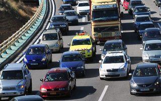Περισσότεροι από 130.000 ιδιοκτήτες οχημάτων μπορούν να πάρουν πίσω τις πινακίδες τους για όσο διάστημα θέλουν (φωτ. ΑΠΕ-ΜΠΕ/ΒΑΣΙΛΗΣ ΨΩΜΑΣ).