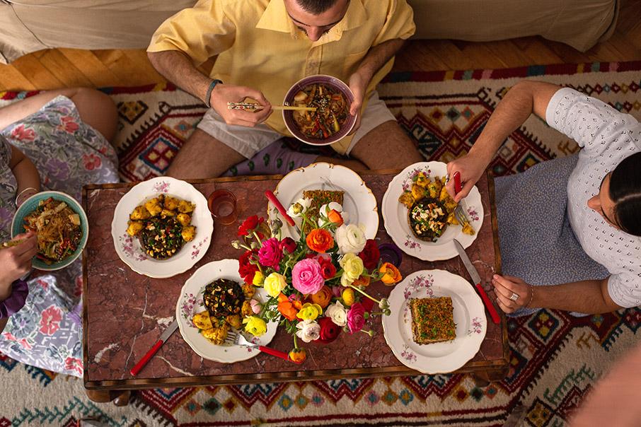 ti-mageireyei-o-diplanos-mas-i-apantisi-ston-gastronomo-ma-oy-ayti-tin-kyriaki-me-tin-kathimerini1