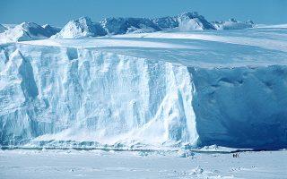 to-megalytero-pagovoyno-ston-kosmo-apokopike-apo-tin-antarktiki-eikona-561369892