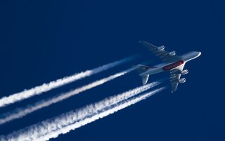 Ολοένα και περισσότεροι αερομεταφορείς επιδιώκουν την αύξηση της χρήσης βιώσιμων αεροπορικών καυσίμων, ενώ ταυτόχρονα λαμβάνουν μέτρα για την αντιστάθμιση των εκπομπών αερίων.