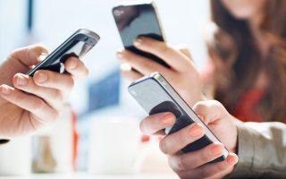 Η μεταστροφή της σχέσης μας με τα κινητά, παρότι δεν μπορεί να αποδοθεί σε συγκεκριμένο παράγοντα, σύμφωνα με τους ειδικούς ίσως να είναι ευθύνη των εφαρμογών επικοινωνίας.