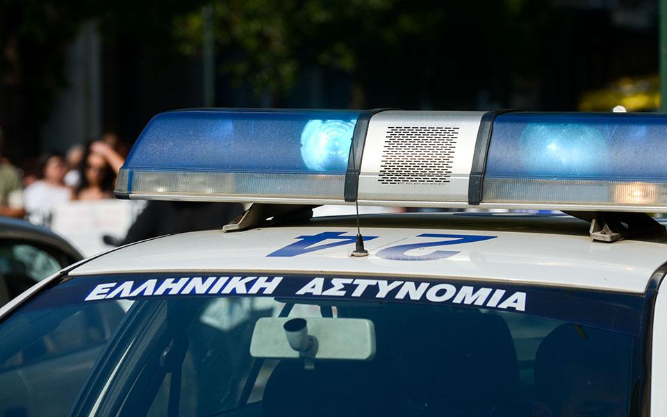 Συνελήφθη σωφρονιστικός υπάλληλος για εισαγωγή ναρκωτικών και κινητών στις φυλακές
