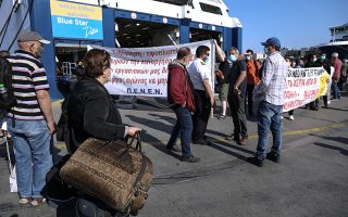 Φωτ. ΙΝΤΙΜΕ: Η πρώτη απεργία στις 3/06 είχε κυρηχθεί παράνομη και στο λιμάνι του Πειραιά προκλήθηκε αναστάτωση στα πρωινά δρομολόγια και μεγάλη ταλαιπωρία για τους επιβάτες