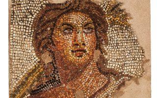 Το Θέρος στην αρχαία Μακεδονία έχει μαλλιά με χρυσοκάστανες αποχρώσεις, μια δέσμη από στάχυα, αλλά δεν έχει.. φύλο