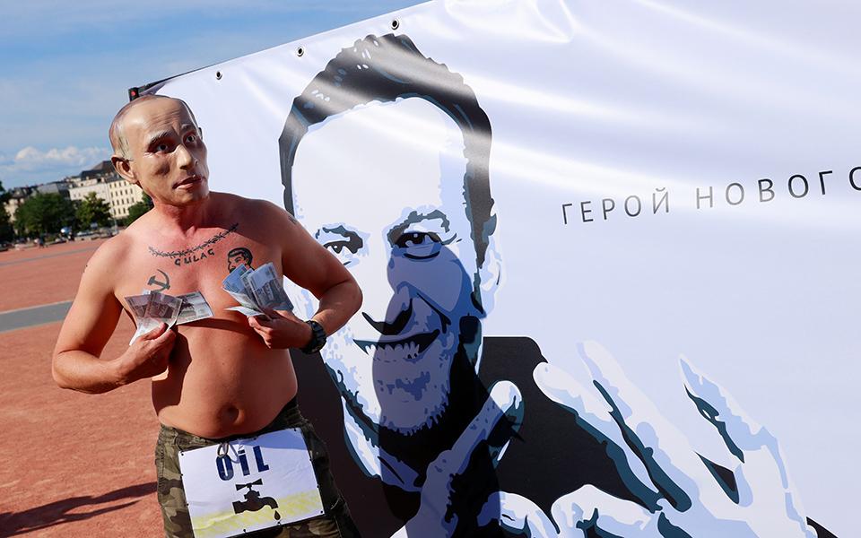 aktivistis-poytin-diadilonei-sti-geneyi-yper-tis-apeleytherosis-toy-navalni-eikones5
