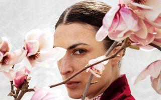 Στην φωτογραφία η Έσθερ Μαστρογιάννη με ένα απο τα look της συλλογής. www.nevroblazer.com