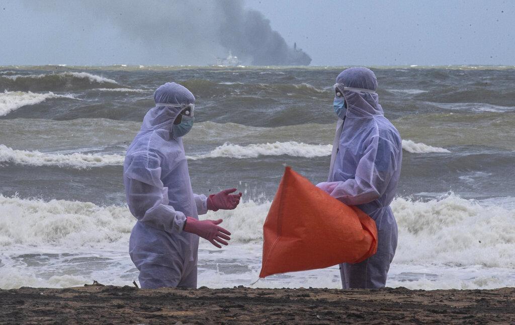 megali-oikologiki-katastrofi-sti-sri-lanka-apo-ti-fotia-se-ploio-konteiner-eikones10