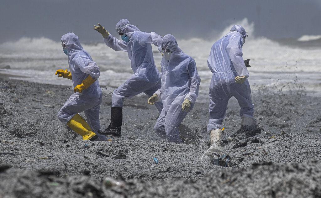 megali-oikologiki-katastrofi-sti-sri-lanka-apo-ti-fotia-se-ploio-konteiner-eikones2