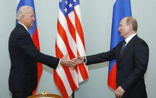 Φωτ. αρχείου AP/Alexander Zemlianichenko : Μάρτιος 2011 - Συνάντηση στη Μόσχα για τον Αντιπόεδρο των ΗΠΑ και τον Ρώσο πρόεδρο