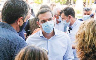 O πρόεδρος του ΣΥΡΙΖΑ Αλέξης Τσίπρας κατά την επίσκεψή του στη Χαλκίδα εξέπεμψε το μήνυμα ότι θέλει να εγκαινιάσει μια νέα σχέση με τους εργαζομένους και τα συνδικάτα (φωτ. INTIME NEWS).