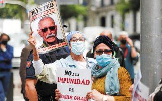 «Οχι στην ατιμωρησία του Μπραχίμ Γάλι» απαιτούσαν διαδηλωτές σε χθεσινή συγκέντρωση διαμαρτυρίας για την απόρριψη του αιτήματος άμεσης φυλάκισής του, έξω από το ισπανικό Ανώτατο Δικαστήριο, στη Μαδρίτη (φωτ. REUTERS).