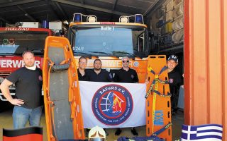 Τρία πυροσβεστικά οχήματα παραδόθηκαν σε ομάδες εθελοντών σε Κεφαλονιά, Πυθαγόρειο Σάμου, Ψαχνά Ευβοίας.