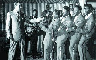 Οι Penguins, κλασική φωνητική μπάντα, ηχογράφησε τη μεγάλη επιτυχία της, το «Earth Angel», το 1954.