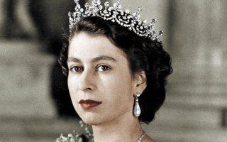 Μέλη εθνικών μειονοτήτων άρχισαν να εργάζονται για τη βασίλισσα Ελισάβετ και τα ανάκτορα μόλις το 1990.