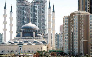 Στην Τουρκία τους τελευταίους 12 μήνες μέχρι τον Μάρτιο οι τιμές των κατοικιών έχουν σημειώσει αύξηση 32%. Η υπερδύναμη καταλαμβάνει την πέμπτη θέση ανάμεσα στις «καυτές» αγορές ακινήτων, καθώς η άνοδος των τιμών φτάνει στο 13,2% και είναι η μεγαλύτερη από τον Δεκέμβριο του 2005 (φωτ. REUTERS).