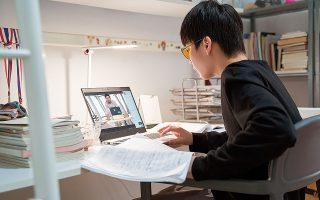 Η κινεζική εκπαιδευτική βιομηχανία βρίσκεται υπό αυξημένο έλεγχο, αφότου τον Μάρτιο ο πρόεδρος της Κίνας, Σι Τζινπίνγκ, δήλωσε πως η εκπαίδευση μέσω Διαδικτύου μετά το σχολείο ασκεί τεράστια πίεση στα παιδιά (φωτ. Shutterstock).