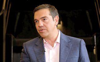 Ο κ. Τσίπρας στήριξε τον Νίκο Παππά αναφορικά με την υπόθεση των τηλεοπτικών αδειών, ενώ έστειλε μήνυμα στα στελέχη του κόμματος τονίζοντας ότι «κανένας μας δεν έχει εισιτήριο διαρκείας σε θέσεις και σε ρόλους» (φωτ. ΑΠΕ ΜΠΕ / ΓΡΑΦΕΙΟ ΤΥΠΟΥ ΣΥΡΙΖΑ / ANDREA BONETTI).