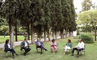 Η αντιμετώπιση της κλιματικής αλλαγής ήταν το θέμα της πρώτης από μια σειρά συζητήσεων που θα διοργανωθούν το επόμενο διάστημα στον κήπο του Προεδρικού Μεγάρου, με αφορμή την αυριανή Παγκόσμια Ημέρα Περιβάλλοντος.
