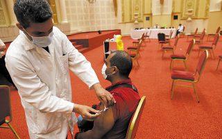 Κάθε θάνατος που «αποδίδεται» στον εμβολιασμό τυγχάνει τεράστιας προβολής και, φυσικά, δημιουργεί τις ανάλογες εντυπώσεις. (Φωτ. EPA)